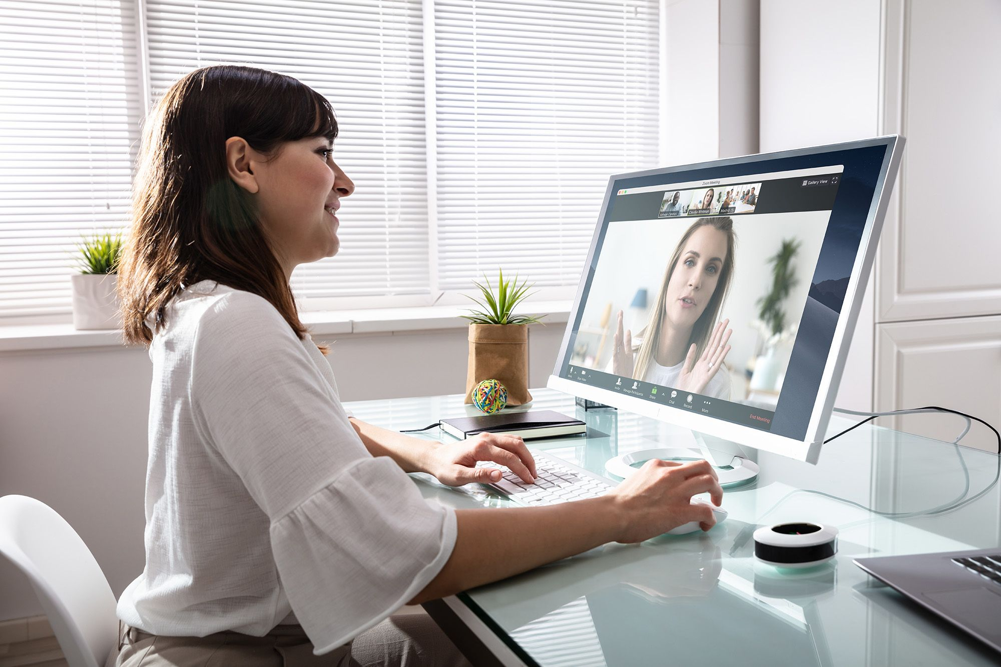 Five Tips for Successfully Managing Your Remote Team - Zoom Blog